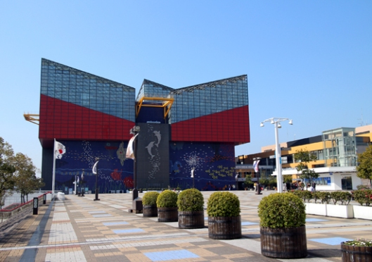 Kaiyukan Aquarium -- huge and unique structure