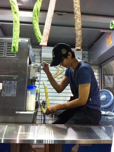 ice cream stall along Dongdaemun
