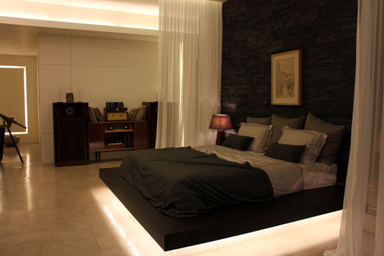 Do Min-Joon's room