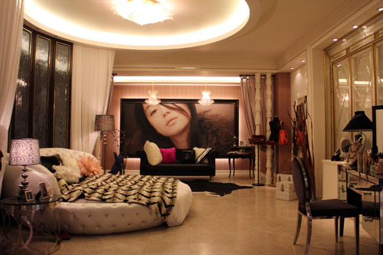 Cheon Song-yi's room